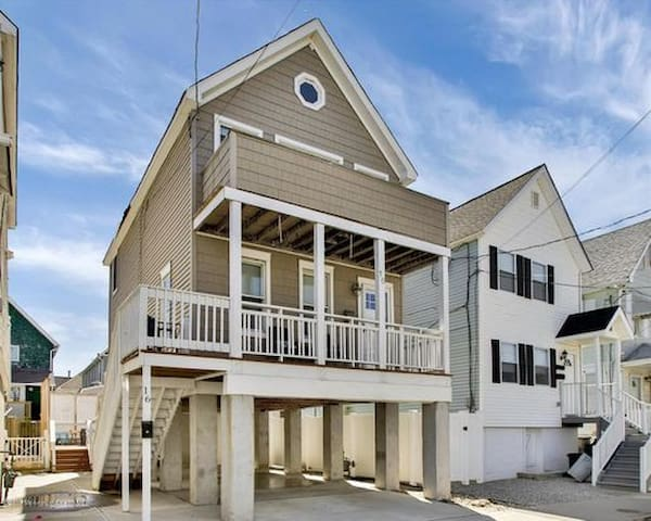 One block to the BEACH! Beautiful 3br with deck.