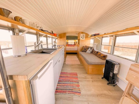 Converted Bus with Shaded Deck ☆ A/C ☆ Bathhouse