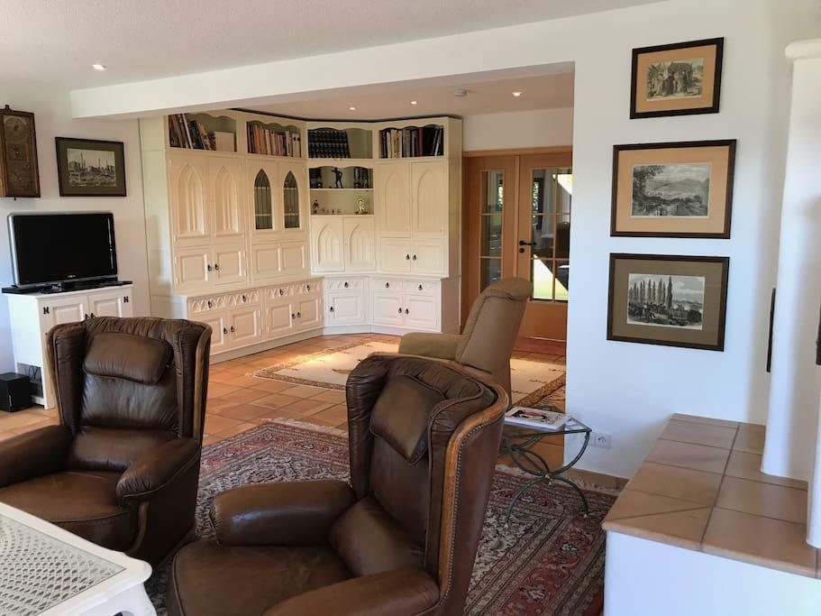 Wohn-/Esszimmer mit Kachelofen