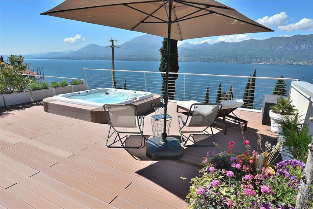 Lake View On The Roof Terrace With Jacuzzi