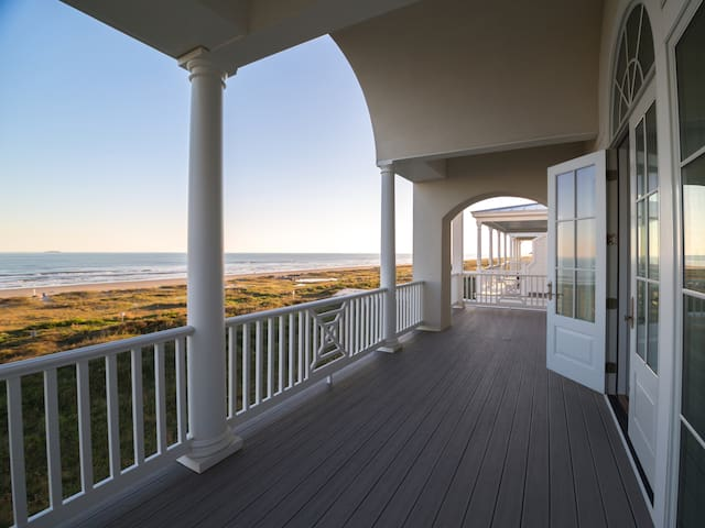 STUNNING,LUXURY, BRD NEW OCEAN FRONT EAST BEACH HM