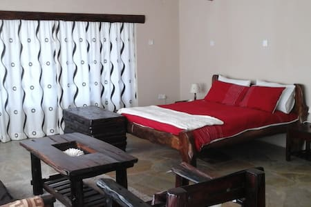 Punda Milias Nakuru Camp - Buffalo Cottage - Faház