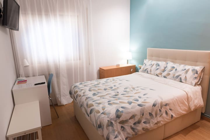 Double+single bedrooms Private bathroom & entrance