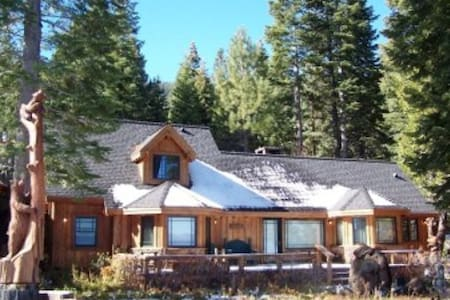 Unbelievable West Lakefront Home - Rumah