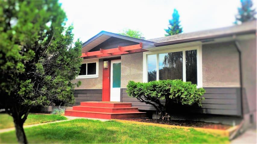 Villa Acadia -great location, great house! - Calgary - Talo