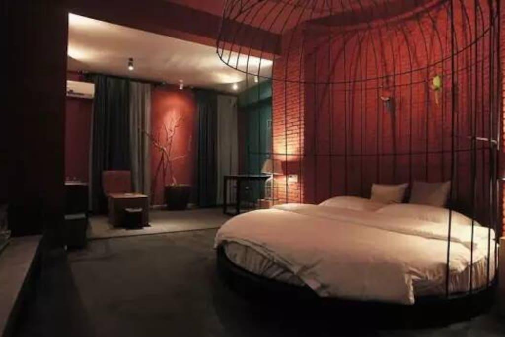 特制加厚床墊超級舒適特大圓床。