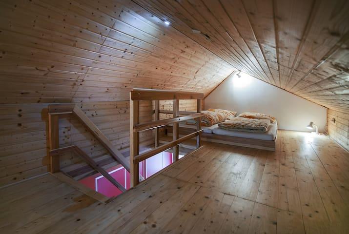 Malý dům - ložnice v podkroví