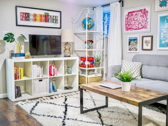 Eclectic & colorful living room features smart TV loaded with free Netflix and plenty of games+books.