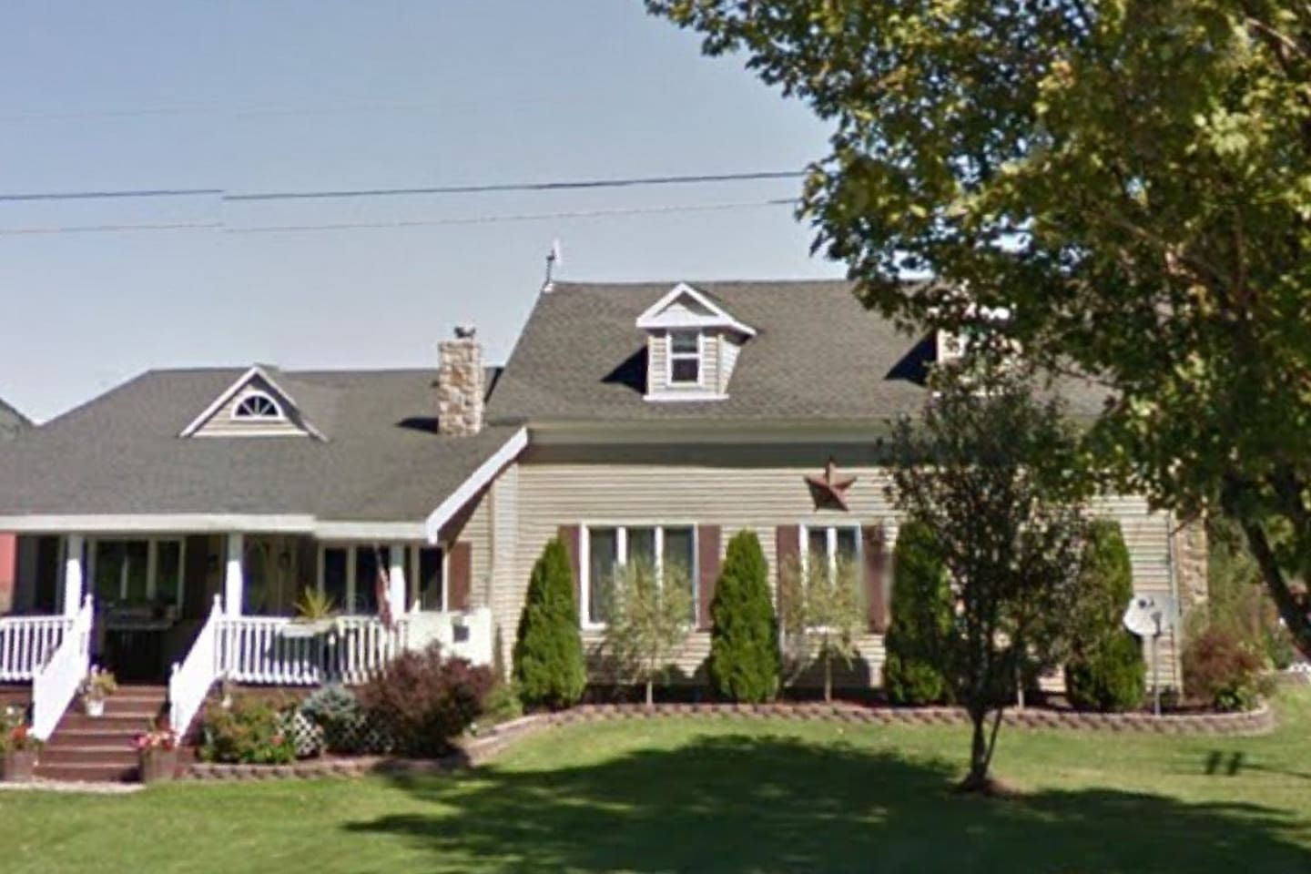 Great location,just three miles from the beautiful St.Lawrence River.