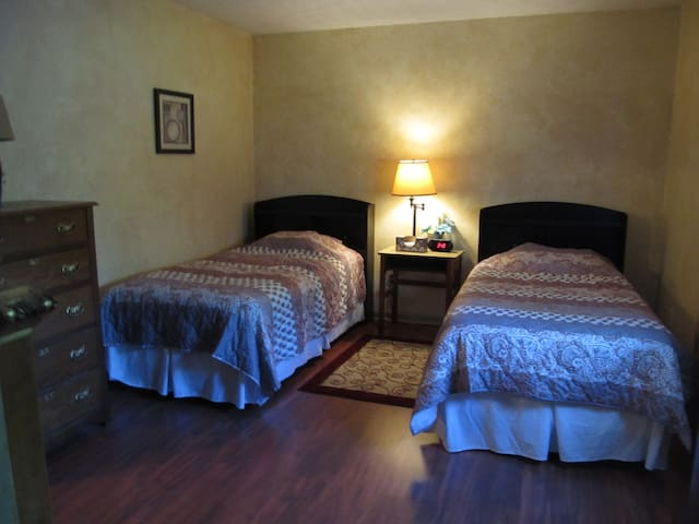 Private room, 2 Twin beds & dedicated bathroom