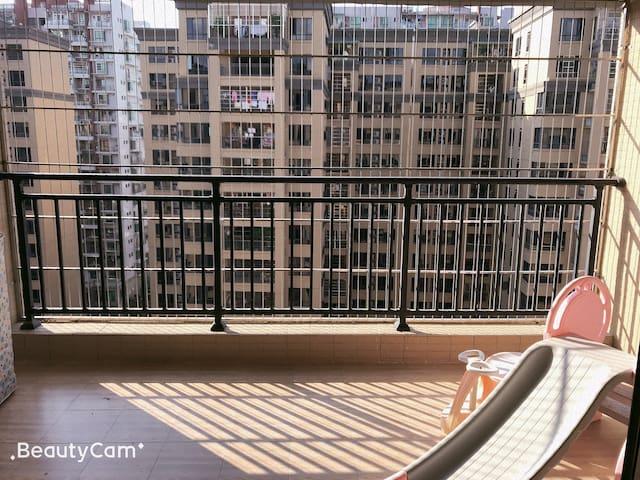 家一般舒适与干净,市中心三房,99成新