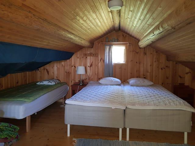 Sängarna i extrastugan.