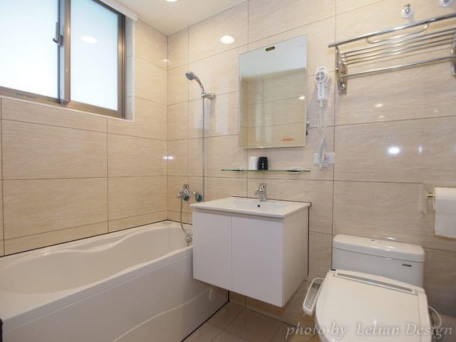 加大雙人床,有浴缸可泡天然溫泉