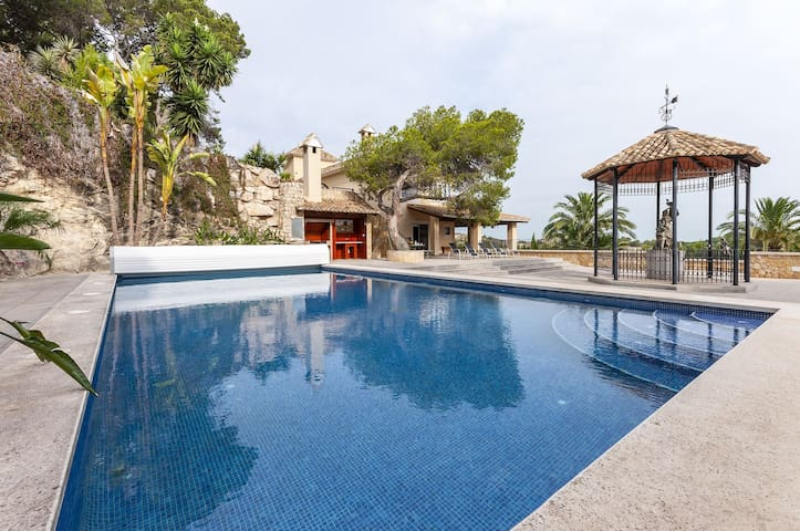 OASIS - Villa with private pool in Cullera.