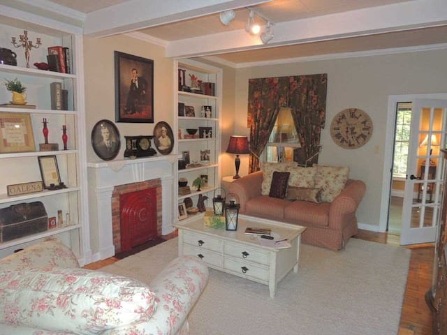 Getaway Galena Home walking distance to downtown