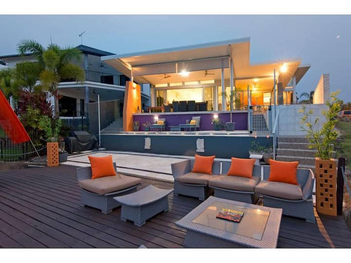 ⭐️CONTEMPORARY WATERFRONT BALINESE HOME⭐️
