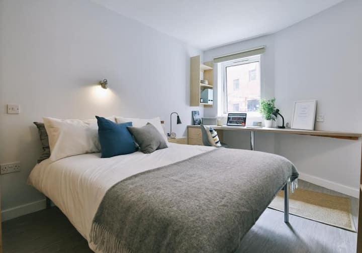 Contiguous 2 Bed Apartment