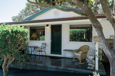 The Cottage at Barlocker's Rustling Oaks Ranch - Salinas