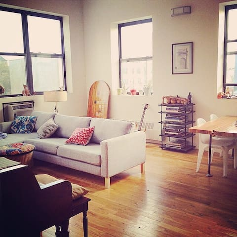 One Room in Large Sunny 2 Bedroom In Brooklyn - บรุกลิน - อพาร์ทเมนท์