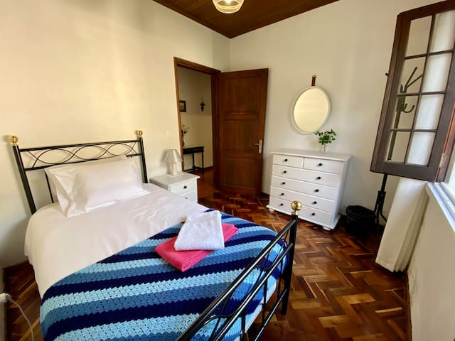 Single bedroom in main house with window to the backyard and BBQ area (complimentary bath & pool/beach towels)