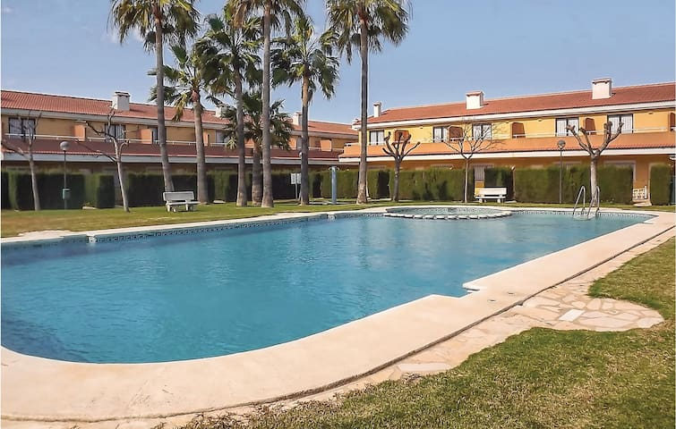 Terraced house with 2 bedrooms on 68m² in Denia