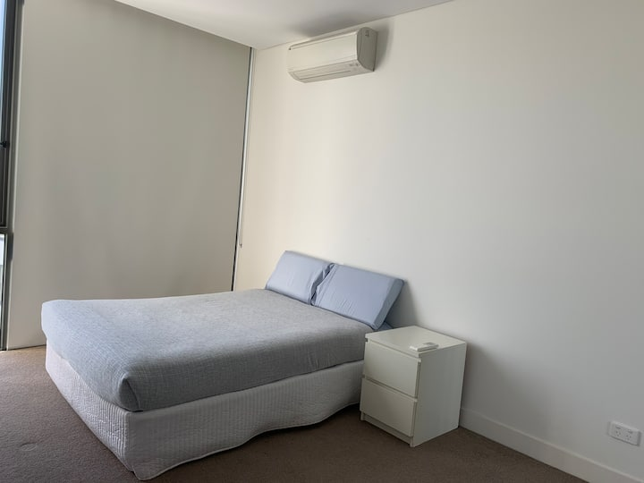Private bedroom-Close to Airport, CBD and train st