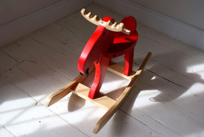 Voici Moose notre orignal de maison.