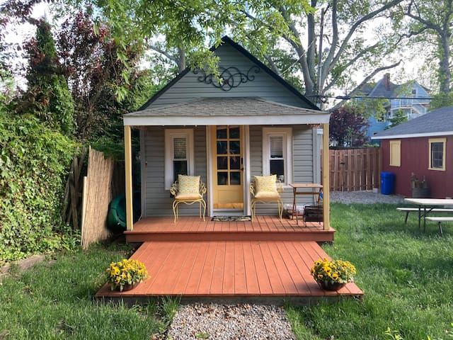 Fairy tale Cottage- Separate, sanitized, safe.