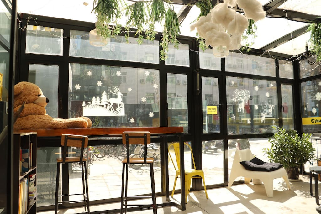 棉花糖小熊休闲屋,全玻璃设计,很适合晒太阳看书