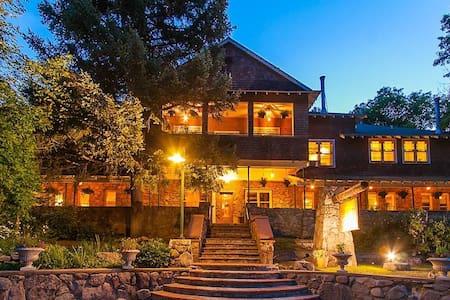 Alps Boulder Canyon Inn - Boulder