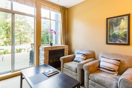 Upper Village Tranquility w Kitchen - Whistler - Apartament