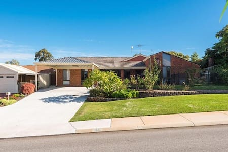 Space for 2 families in Hamersley - Hamersley - 獨棟