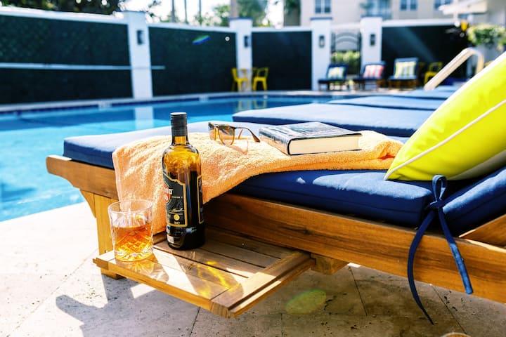 ★Gorgeous & Comfy 1 BD APT★ Pool-Parking-Kitchen