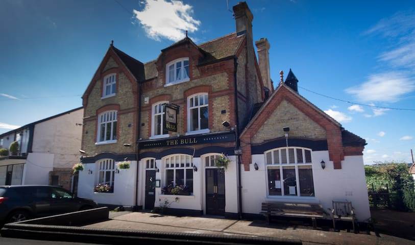 Boutique Victorian converted pub in Tudor village. - Brenchley