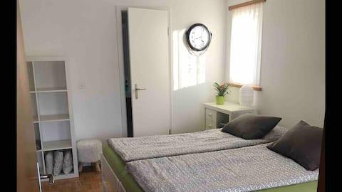 Zimmer mit separatem Eingang und WC/Dusche