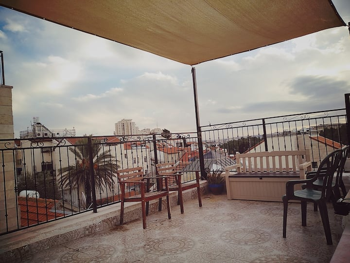 Roof top apartment, Nachlaot, City center