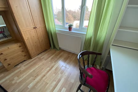 Quiet laptop-friendly double room with garden view