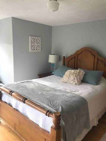 Kerr Queen Room  $$ per night smart pricing used