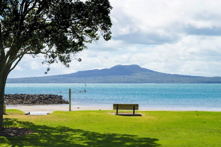 NorthShore Auckland Castor Bay ABSOLUTE Beachfront