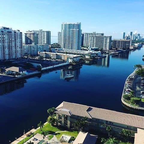 HALLANDALE SPLENDID APT SPECTACULAR VIEW FOR 3