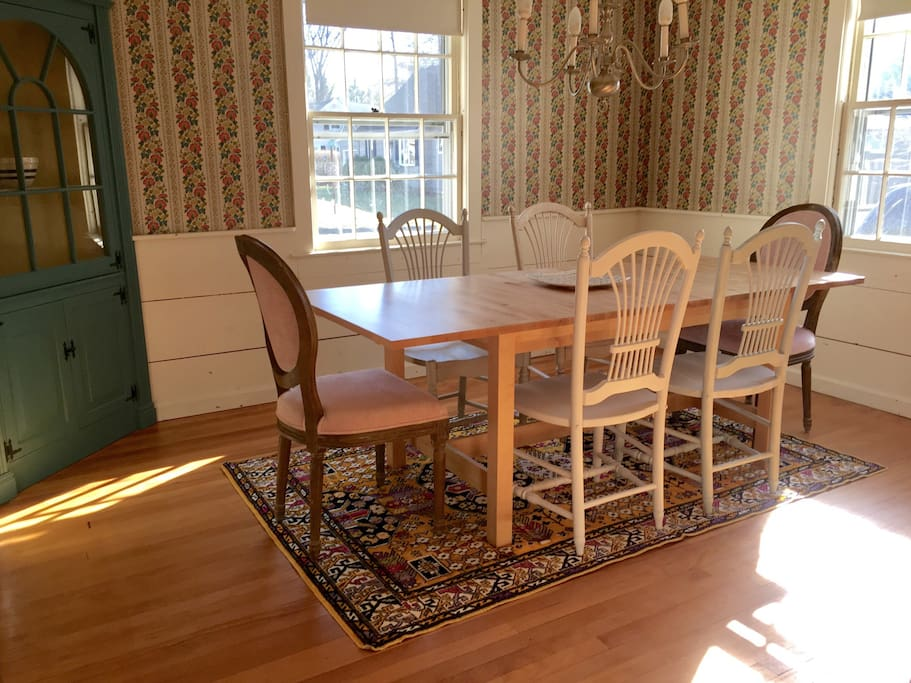 Dining room with extendable table that seats 10.