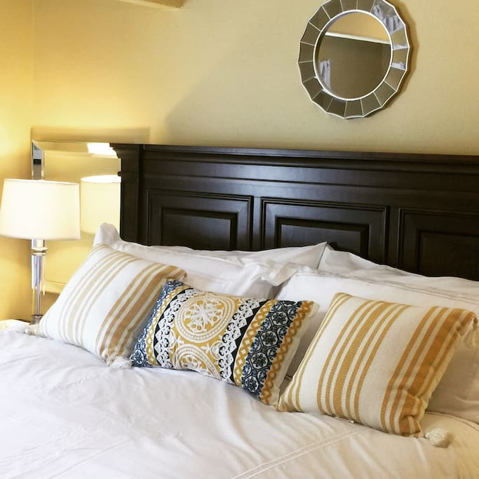 You'll sleep great in our super comfy king size  bed with soft, 540 Egyptian cotton sheets.