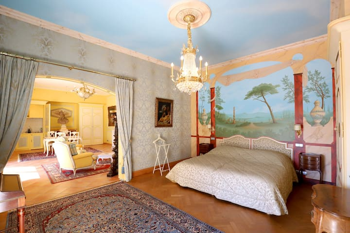 Relax in a King size bed in sylvan idyll