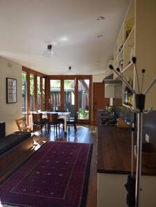 Classic Character-filled Fitzroy Terrace - Fitzroy - Casa