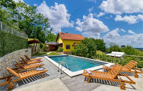 Holiday cottage with 3 bedrooms on 112m² in Ludbreg