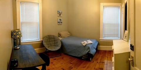 Lovely Little Room for Travelers & Tourists