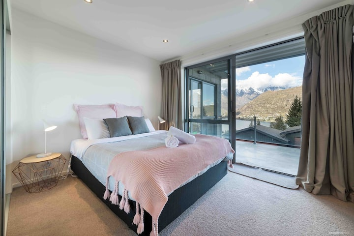 Stunning Views - Warm, Cozy and Private.