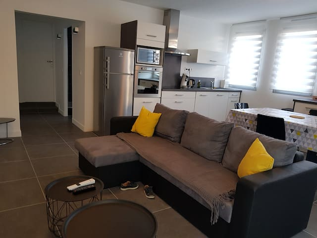 Contemporary CRYSTAL 2 bedrooms flat Melun center