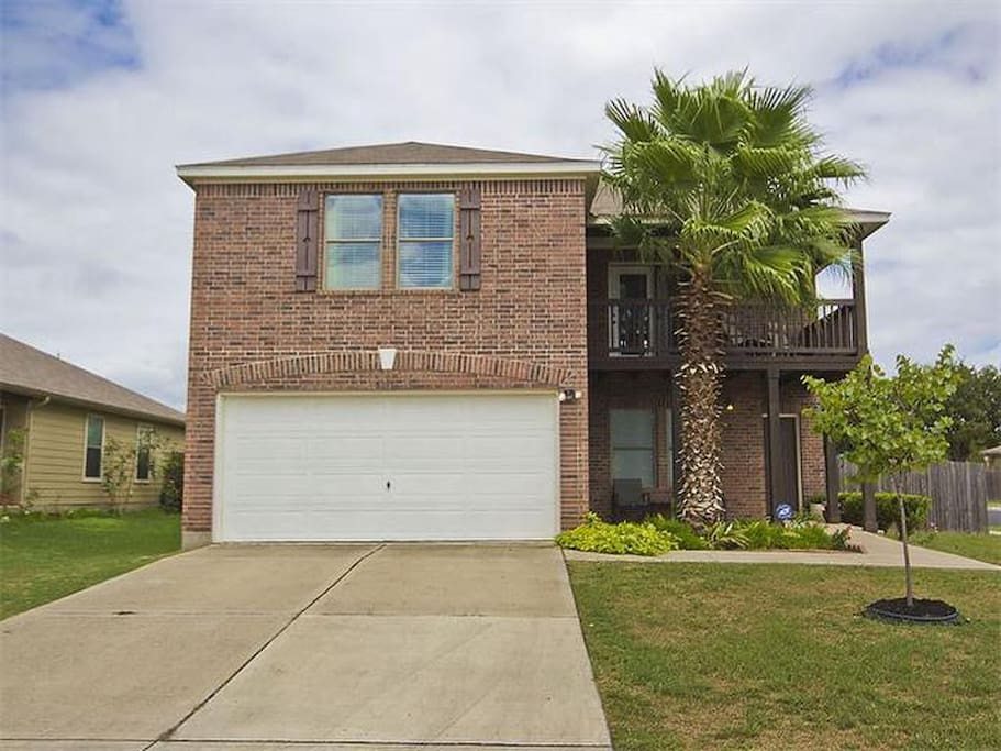 Beautiful 2 story house in south austin w balcony for Two story house with terrace