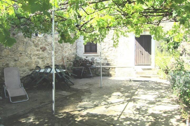 Usupranu4 :Maison de village à 15 mn de la mer
